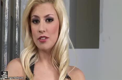 Анальное порно с горячей Jessie Volt в соблазнительных чулках
