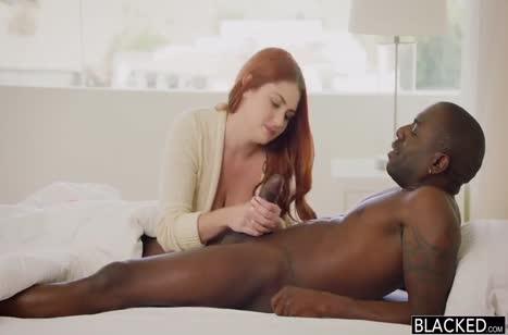 Рыженькая Lennox Luxe приоделась на свидание с черным