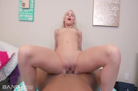 Развратная блондинка Elsa Jean снимает перепихон с негром #4