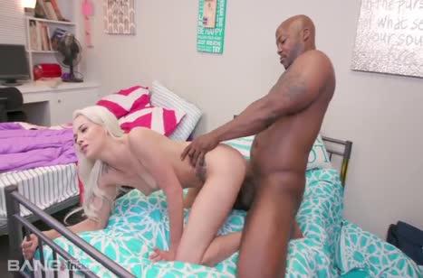 Развратная блондинка Elsa Jean снимает перепихон с негром #6