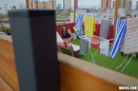 Sofia Curly снимает с чуваком трах прямо на крыше дома