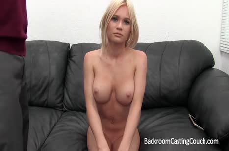 Красотка с большими сиськами проходит смачный порно кастинг #3