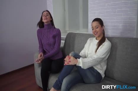 Две подружки лесбиянки вместе пришли на порно кастинг