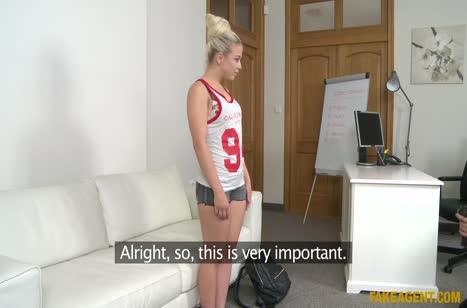 Симпатичная блондинка показала порно умения на кастинге #2