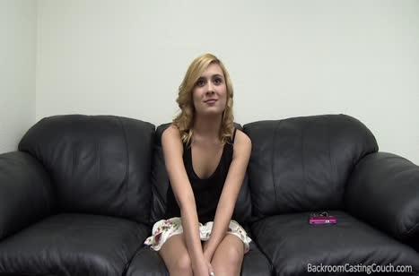 Симпатичную блондинку натянули на хер во время кастинга #2