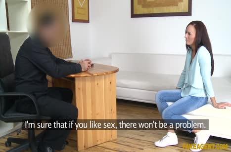 Брюнетка согласилась на секс лишь бы получить работу #2
