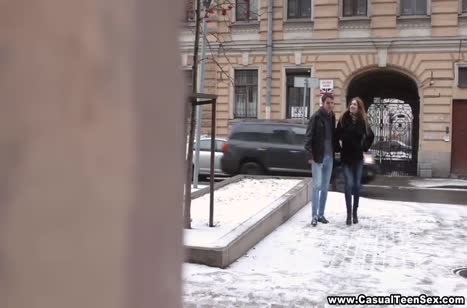 Русская парочка после прогулки согревается страстным сексом
