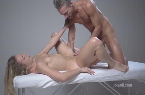 Молодую Alecia Fox возбудил на секс опытный массажист #4