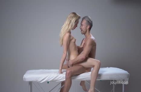 Молодую Alecia Fox возбудил на секс опытный массажист #5