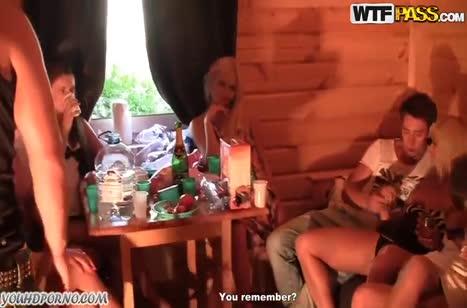 Русские молодые телочки подвыпив снимают с парнями групповуху #3