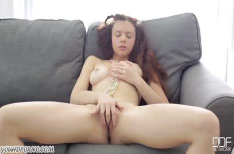 Красивая русская девушка мастурбирует и нежно постанывает #3