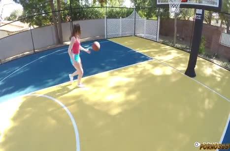 После баскетбола чувак поставил раком Danni Rivers