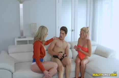 Паренек порадовал сочных блондинок сексом с оргазмами #3