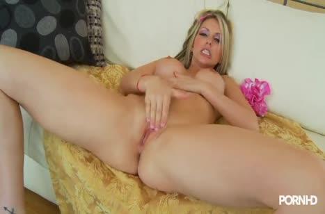 Большой хер по самые яйца влезает в дырку Courtney Cummz