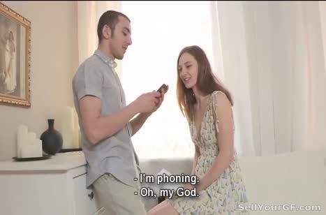 Паренек подогнал молодой подружке хорошего трахаря #2