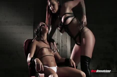 Развратные лесбиянки устроили БДСМ оргию #1