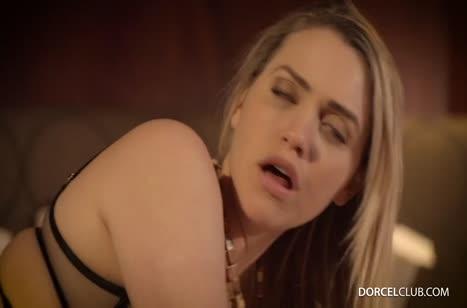 Mia Malkova в сексуальном белье принимает хер в попу и в писю #4