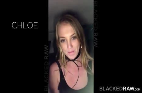 Негр жестко растягивает дупло Chloe Scott перед камерой