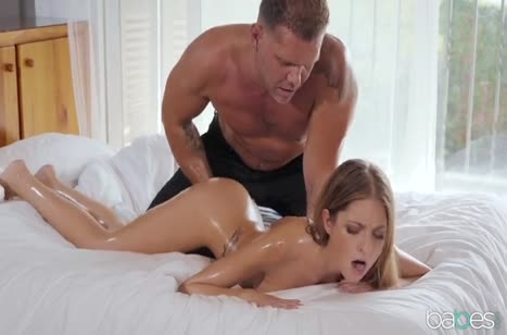Белокурая жена с трудом терпит большой член мужа #2