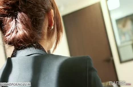 Isabella De Santos в чулках оседлала пенис прямо на столе