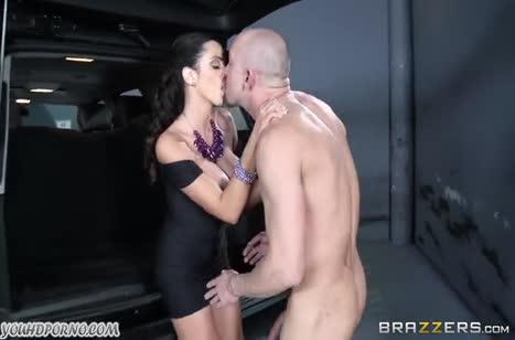 Гламурная Ariella Ferrera развела водителя на секс #3